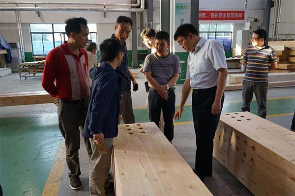 公司董事长与福建宁化县委签定旅游开发战略合作协议