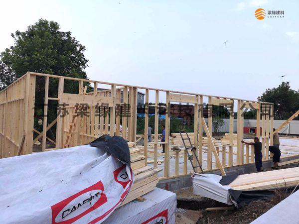 梁缘建科施工人员克服高温完成苏州某私立学校木结构教学楼工程基础